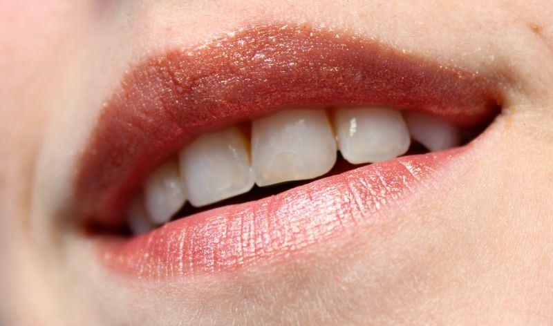 Beautybox April 2014 Inglot Lipgloss 44 swatch lippen
