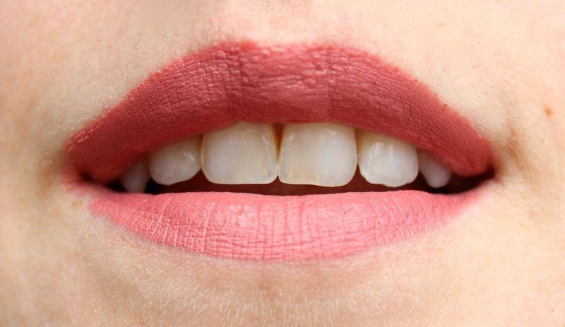 Beautybox Oktober 2014 Golden Rose Velvet Matte Lipstick nr 10 swatch