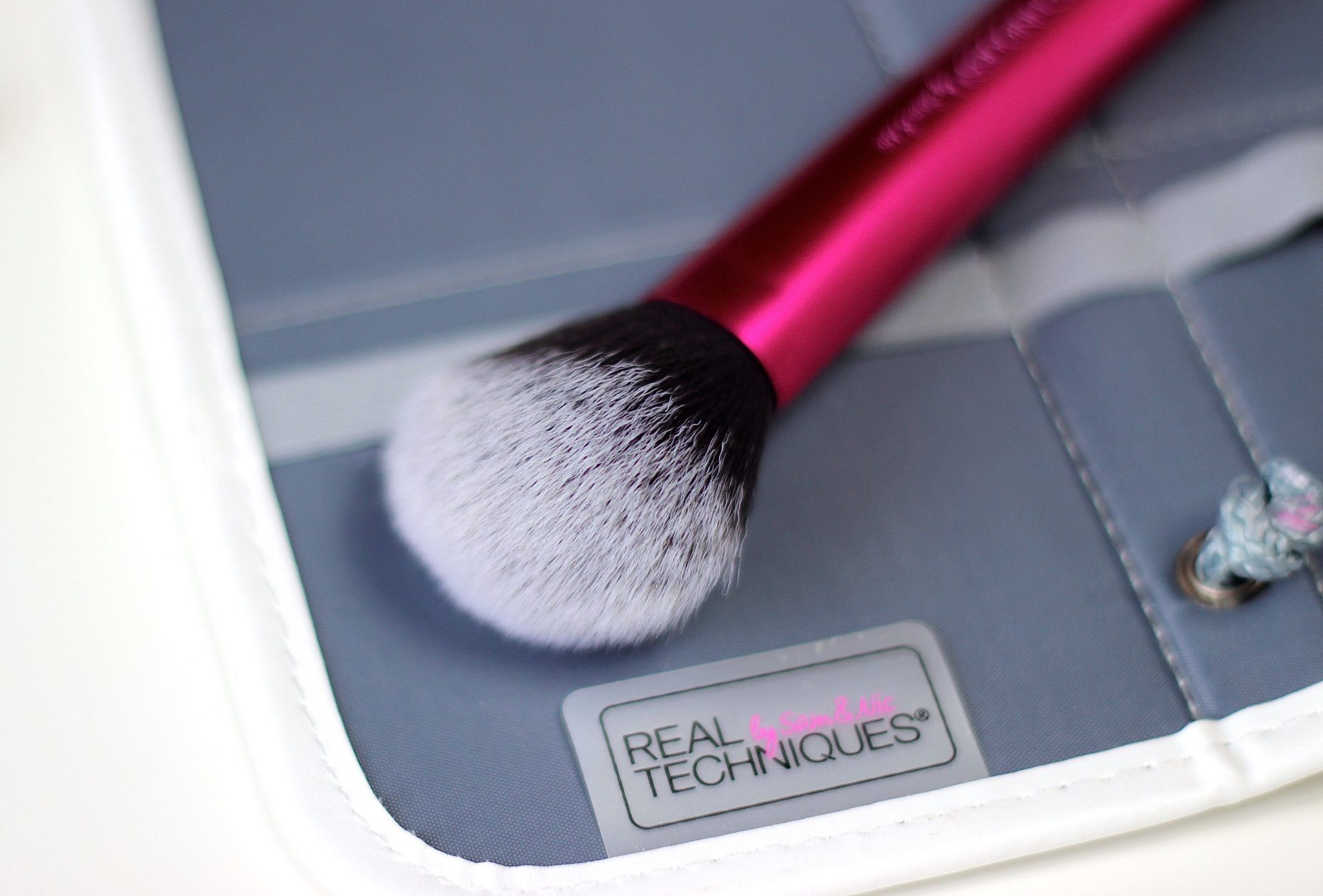 Real Techniques Multitask brush
