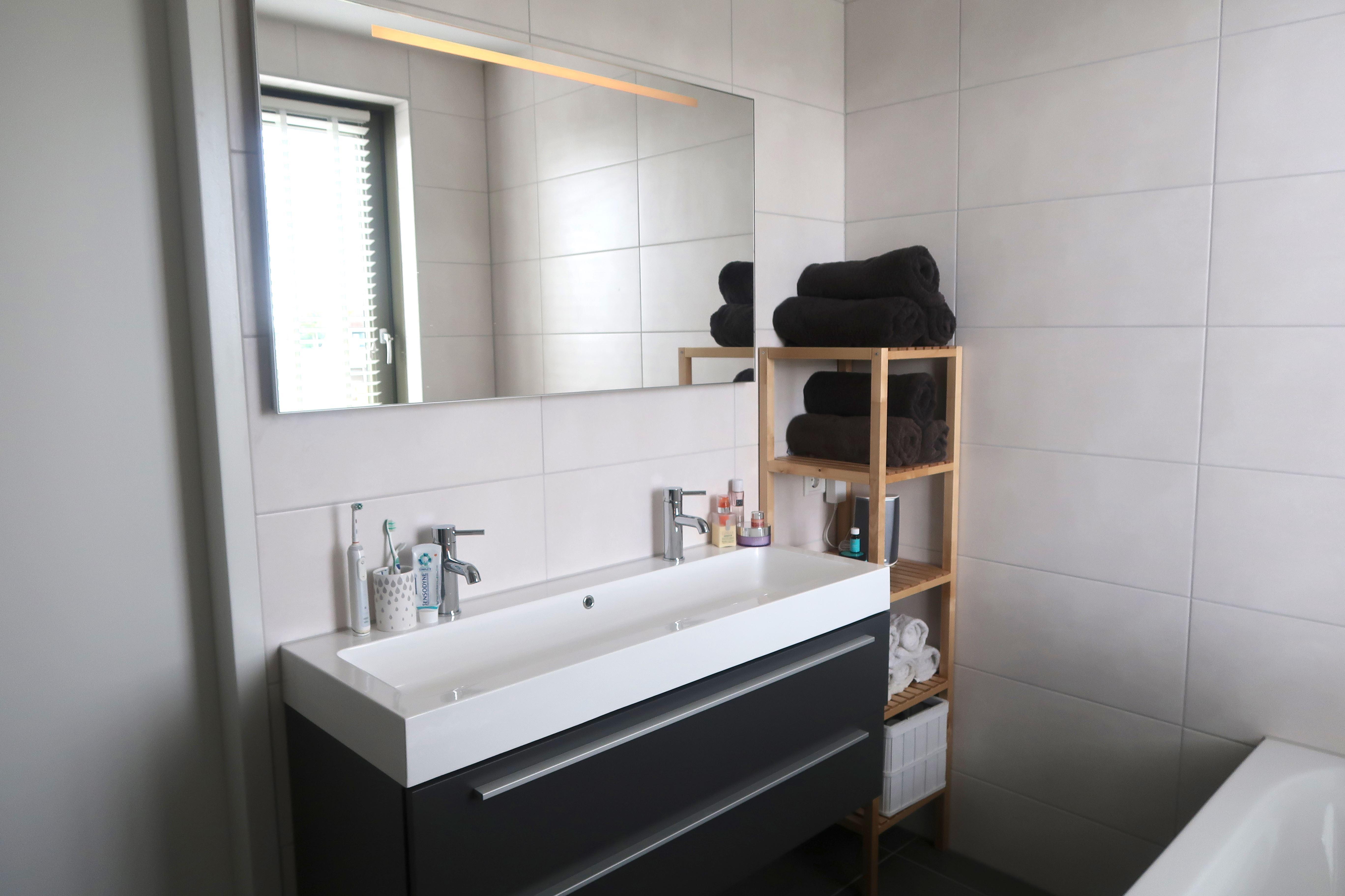 Onze nieuwe badkamer wastafel